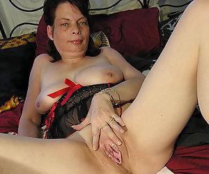 Kinky mama playing with herself