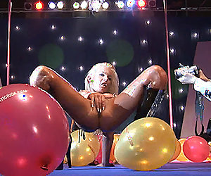 hot stripshow on public stage