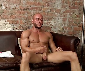 Hung Muscle Man Liam Wanks - Liam Steed