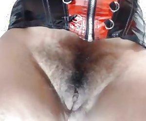 colombiana peluda se masturba