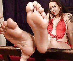 BARE FOOT & Latina foot worship LFW0021