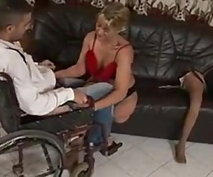 Mature slut with one leg gets pounded